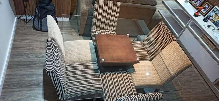Conjunto de Mesa com 8 Cadeiras Estofadas - Classificados - Região News