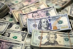 Dólar opera em queda, mas ainda na faixa de R$ 3,90