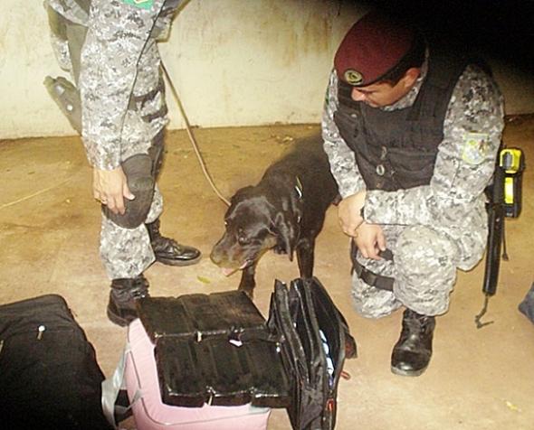 Operação conjunta PF/FN prende boliviano com 6,2 quilos de pasta base de cocaína