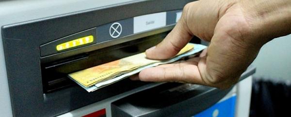 Servidores estaduais recebem quinta-feira salário de abril; folha de R$ 395 milhões