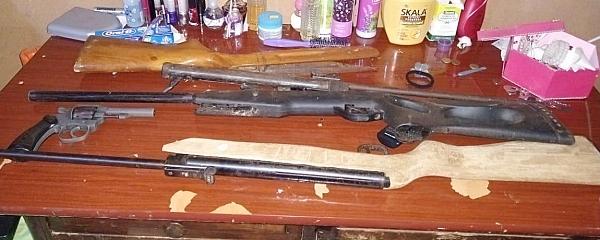 Mulher é presa no Alambari Cut por posse ilegal de armas durante operação do MP