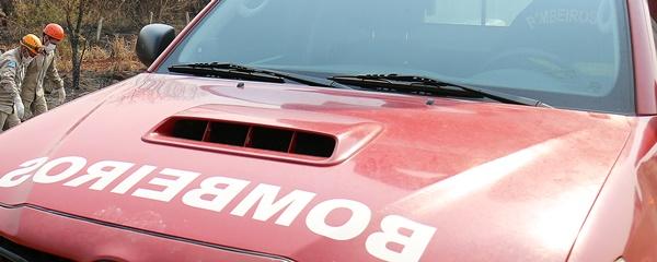 Acidente entre carros mobiliza o Corpo de Bombeiros na BR-060, entrada do Capão Seco