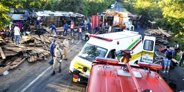 Acidente mata mais de 20 pessoas na BR-282 em SC