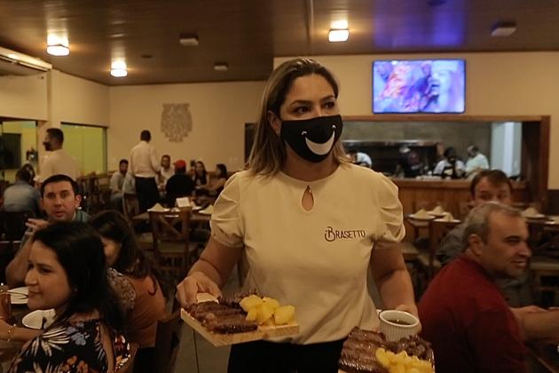 Donos de restaurantes conseguem na Justiça liminar para funcionar aos domingos
