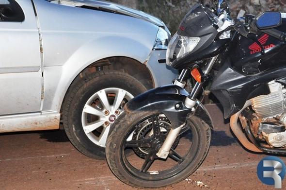 Trânsito: Alta velocidade pode ter sido causa de acidente entre moto e carro
