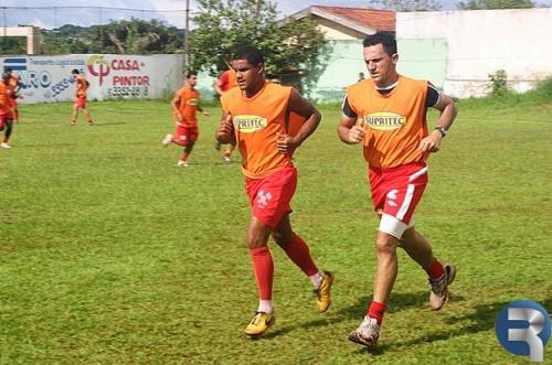 Comercial treina com bola neste sábado na Toca do Leão