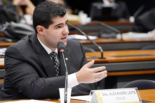 Após acordo, relator decide manter em 25 anos a idade mínima para posse de armas