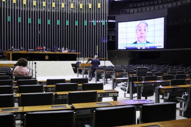 Em dois meses de sessão online durante a pandemia, apenas 13 deputados participam de todas as votações nominais da Câmara