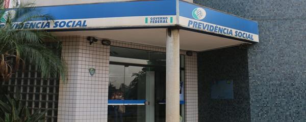 INSS vai providenciar reparo de banheiro, mas não tem solução para falta de perito na agência
