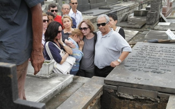 Corpo de Sérgio Britto é enterrado no Rio