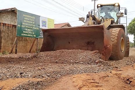 Após 9 meses de paralisação, retomada obra de asfalto no Jardim Alfa