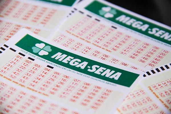 Mega-Sena pode pagar prêmio de R$ 70 milhões neste sábado