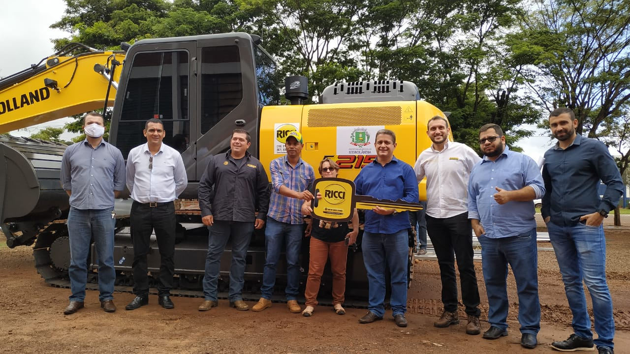 Sidrolândia recebe escavadeira hidráulica de R$ 500 mil para reforçar trabalho da Seinfra