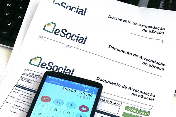 Empregadores domésticos têm até hoje para pagar eSocial