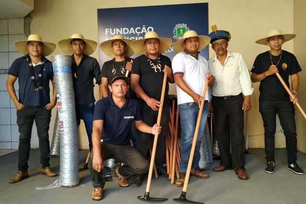 Prefeitura repassa ferramentas para a Fundação Indígena