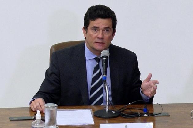 Moro entrega à PF mensagens que trocou com Bolsonaro e deputada em celular