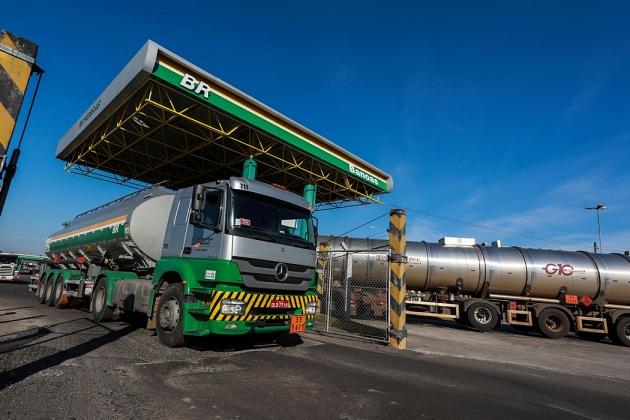 Preço da gasolina e do diesel vendido nas refinarias aumenta