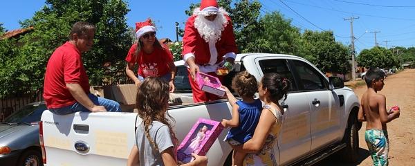 Prefeitura arrecada 2 mil brinquedos e distribui durante o Natal Solidário