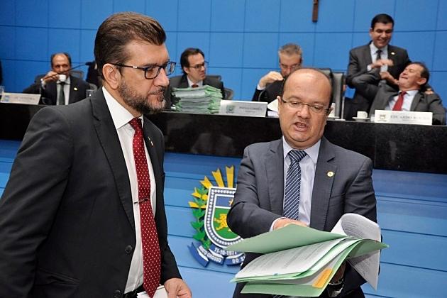 Em ano eleitoral, 2 deputados sairão para disputa e 6 avaliam