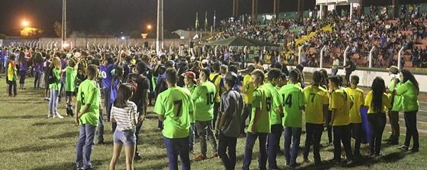 Cerimônia de abertura dos Jogos Escolares contou com unidades de ensino urbanas e rurais