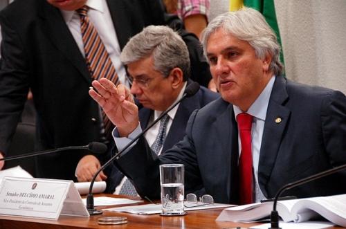 Projeto de Delcidio para repatriar US$ 50 bilhões deve ser votado em fevereiro