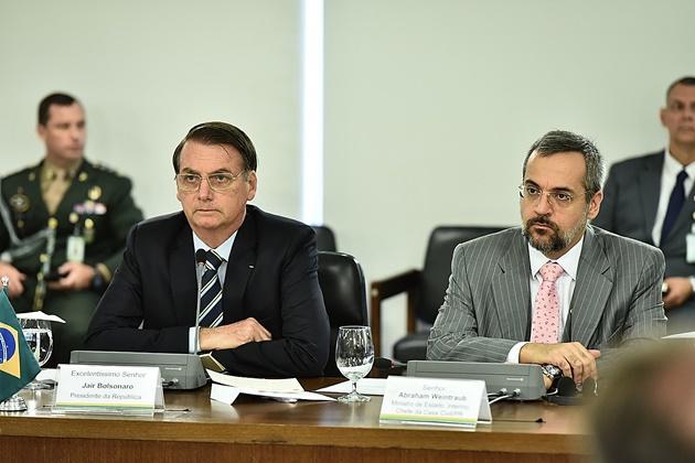 Novo ministro da Educação toma posse nesta terça e já participa da primeira reunião ministerial