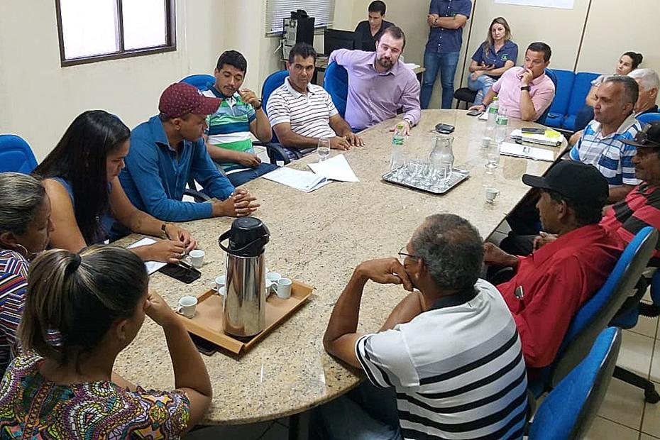 Vereadores se reúnem com lideranças de sem-teto e decidem intermediar solução