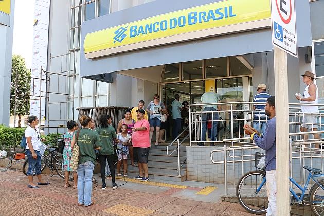 Clientes e funcionários do Banco do Brasil em Sidrolândia reclamam da falta de proteção ao coronavírus