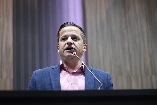 Presidente da Câmara cobra explicações de Sindicato sobre 'vale' dos servidores