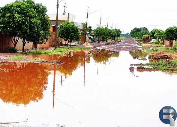 CASCATINHA: Após forte chuva moradores ficam ilhados na Diogo Cunha