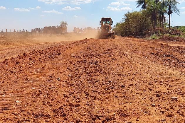 Governo do Estado recupera estrada que liga Antônio João a Cabeceira do Apa