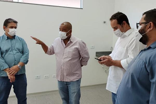Marcelo Ascoli visita o Hospital Elmíria Silvério Barbosa na manhã desta terça-feira
