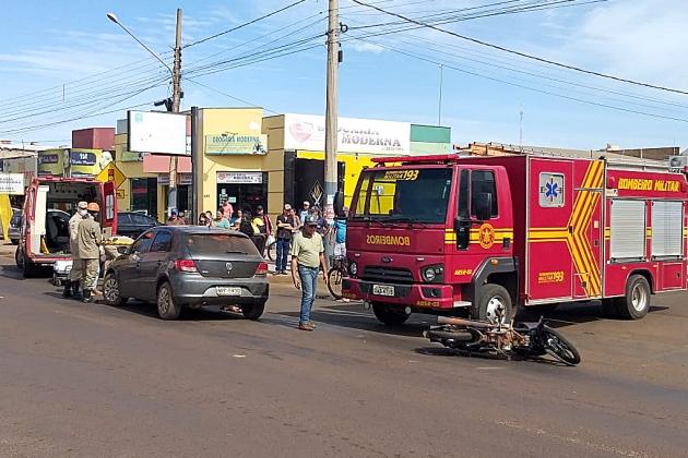 Em conversão mal sucedida, Gol atinge motociclista na Dorvalino dos Santos