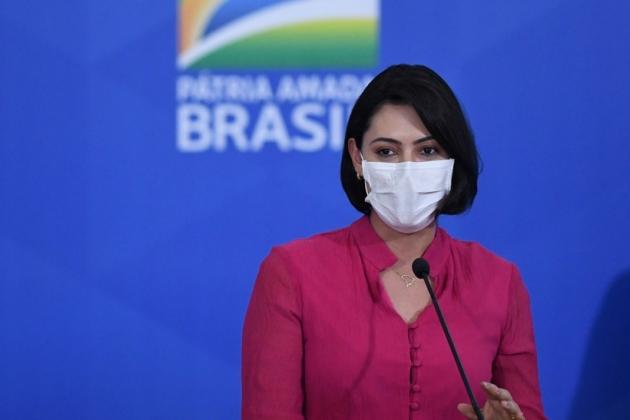 Primeira-dama Michelle Bolsonaro contraiu Covid-19, mas estado de saúde é bom, informa Planalto