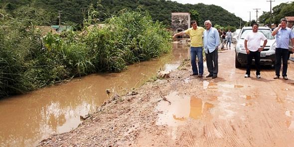 Delcídio quer obras que solucionem problemas de enchentes em MS