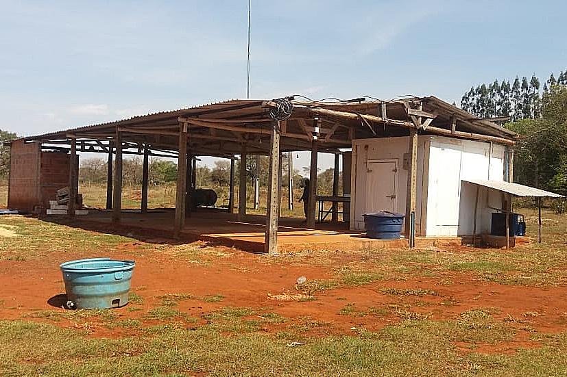 Indústria de mandioca no Terra Solidária fecha e deixa R$ 10 mil em conta de energia