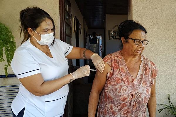 Sidrolândia inicia vacinação contra influenza e idosos serão vacinados em casa