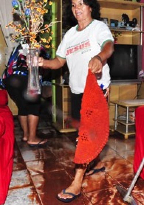 Enxurrada invade residências e deixa moradores ilhados no Santa Marta
