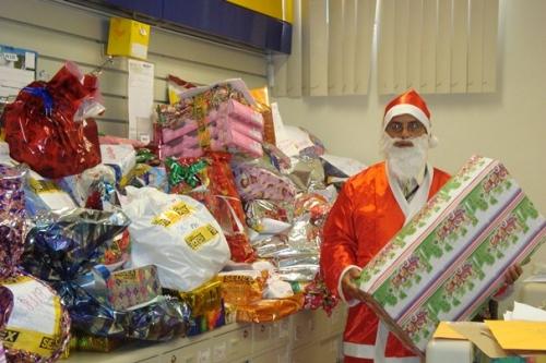 Papai Noel dos Correios começa a entregar presentes em Sidrolândia