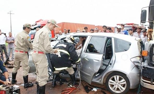 Delegada fica gravemente ferida em colisão entre três veículos