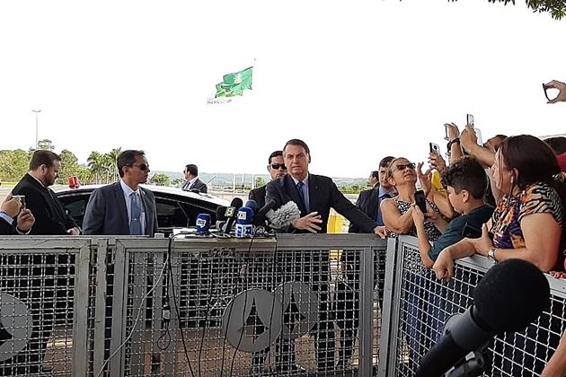 Bolsonaro diz que incluirá policiais no indulto de Natal