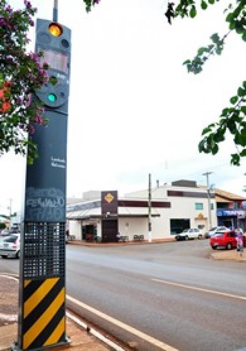 Lombada eletrônica dispara multa a 10 km por hora no centro de Sidrolândia