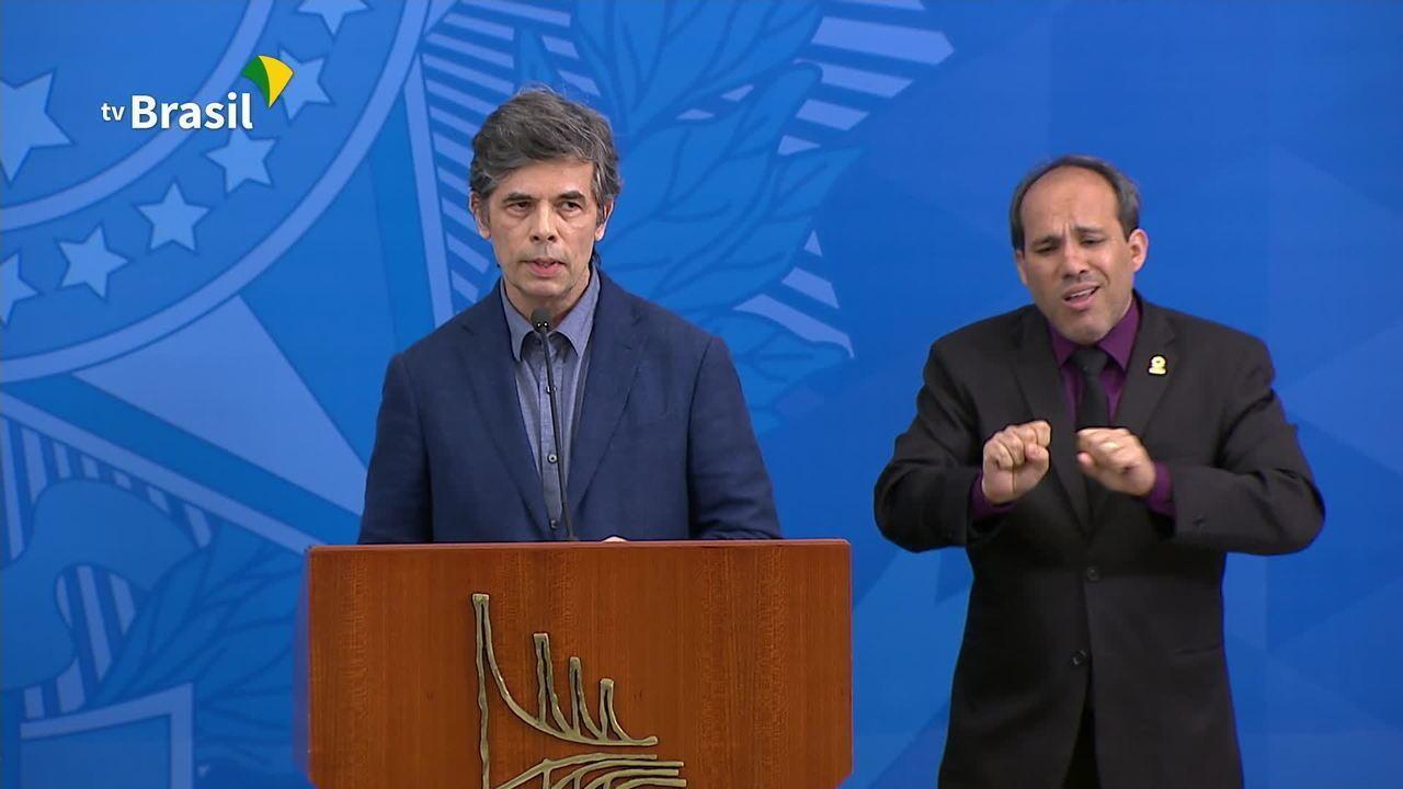 Bolsonaro anuncia oncologista Nelson Teich como novo ministro da Saúde