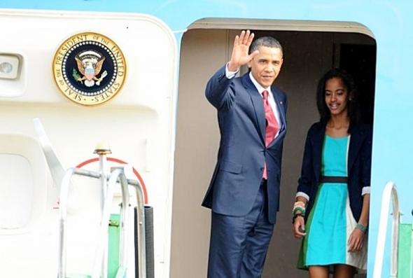 Obama desembarca em Brasília acompanhado da mulher e das duas filhas