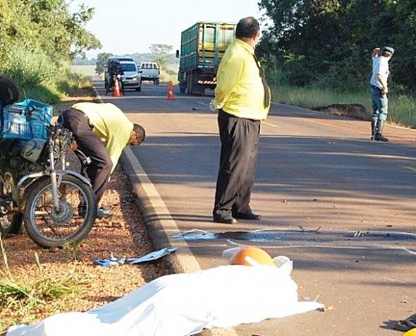 Motociclista e cavalo morrem em colisão na saída para Rochedo