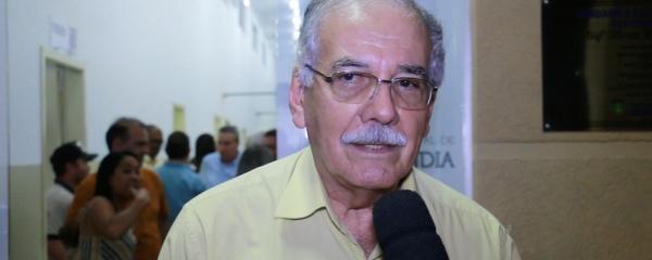 Médico, deputado aliado de Bolsonaro acha que Mandetta deveria pedir demissão