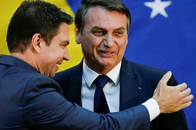 Bolsonaro diz que decisão de Moraes foi política e que vai recorrer da suspensão da nomeação de Ramagem no comando da PF