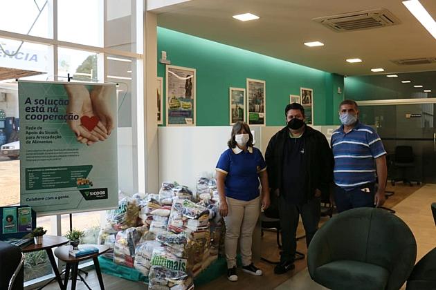 Sicoob doa 4,5 toneladas de produtos para entidades durante pandemia de coronavírus