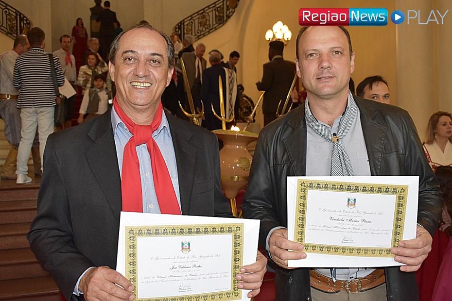 Patrão do CTG - Campos do Vacaria recebe homenagem em Porto Alegre