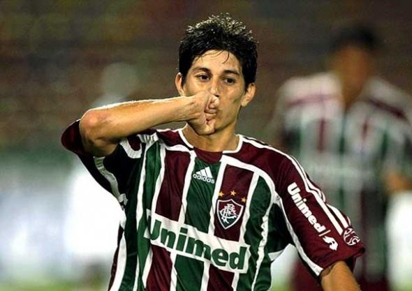Conca volta a jogar bem, Rafael Moura faz dois e Flu bate América
